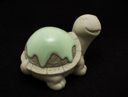 Figurka ceramicznego żółwia