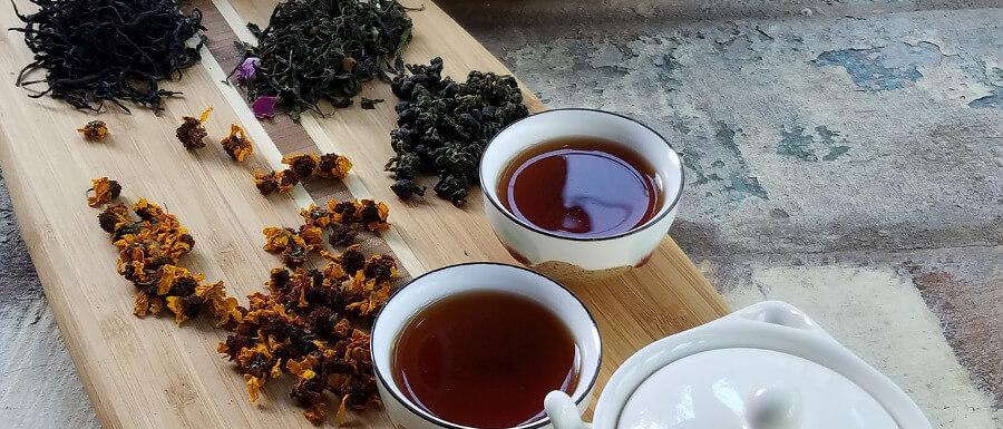 herbaty chińskie na tacy