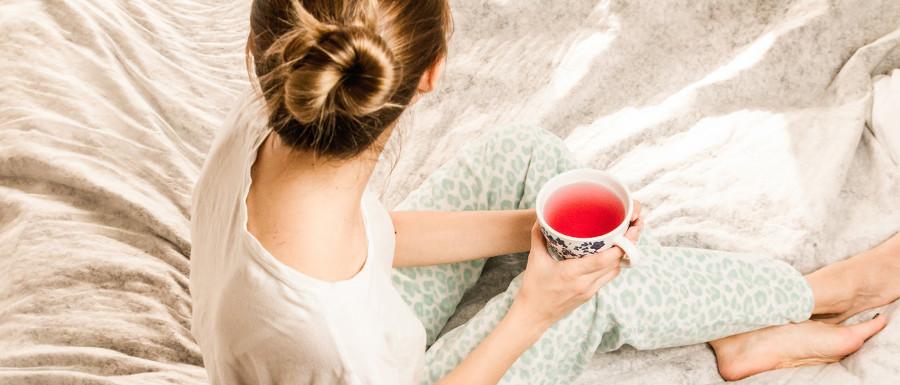 herbata w łóżku